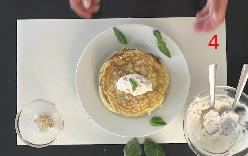 Pancake salati con zucchine, ricotta e anacardi