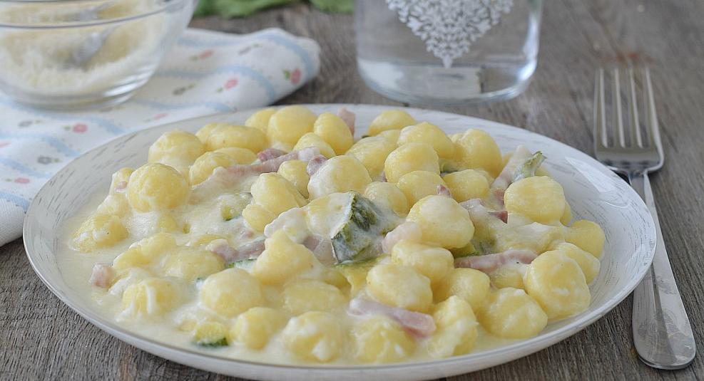 gnocchi con speck e zucchine